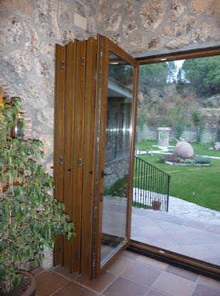 Puerta corredera abatible 2 ventanas pvc madrid - Puertas correderas abatibles ...